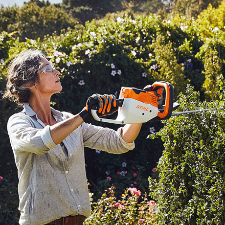 Hsa 56 lightweight lithium ion battery hedge trimmer for Taille haie batterie stihl