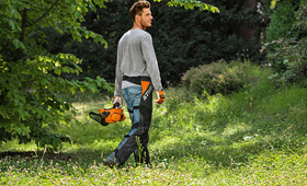 Protective trousers for clearing saws
