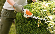Cordless shrub shears and hedgetrimmer
