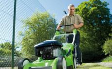 Maşini de tuns iarba pentru suprafeţe medii si mari de gazon