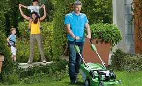 Bensingräsklippare för medelstora gräsmattor