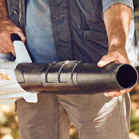 Length-adjustable blower tube