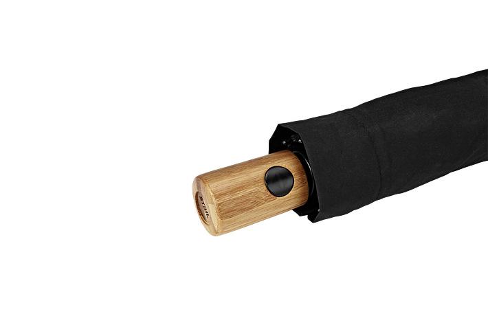 Сгъваем чадър с бамбукова дръжка