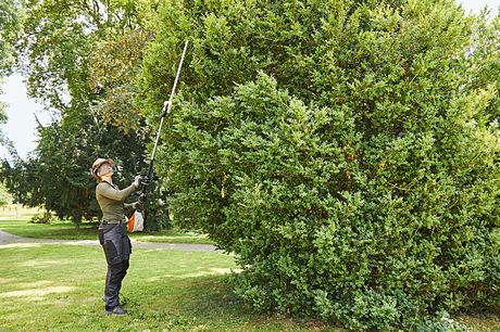 HLA 135 Long-reach hedge trimmer