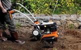 prace związane z uprawą gleby - spulchnianie gleby, oranie, okopywanie