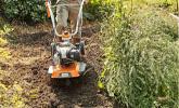 Obróbka podłoża w gęsto zarośniętych kulturach na glebach lekkich i średnich