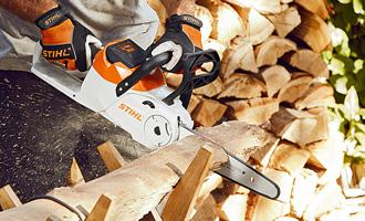 Рязане на дърва за огрев