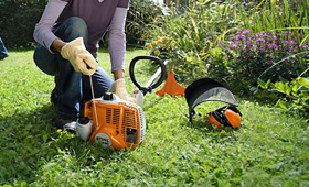 Petrol lightweight grass trimmers and brushcutters
