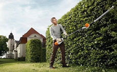 Cordless long-reach hedge trimmer