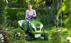 Tractoraşe de tuns iarba cu funcţii de tundere şi colectare sau de răspândire a ierbii tăiate