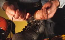 Strumpor, sulor, skosnöre och läderfett
