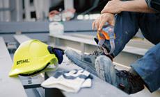 Handschuhe, Schutzbrillen, Kopf- und Gehörschutz