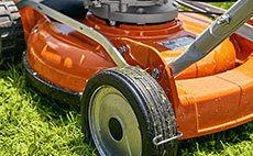 Petrol mulching lawn mowers for professional use